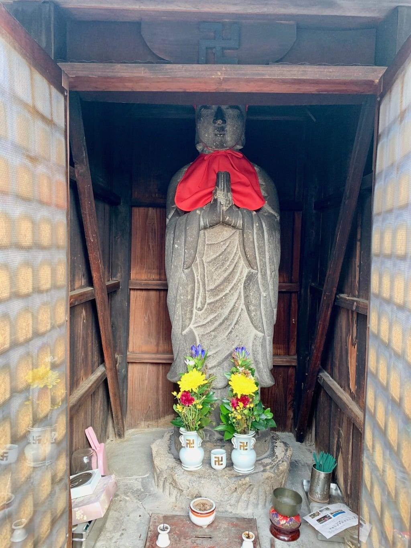 中津本一振興町会地蔵堂の地蔵