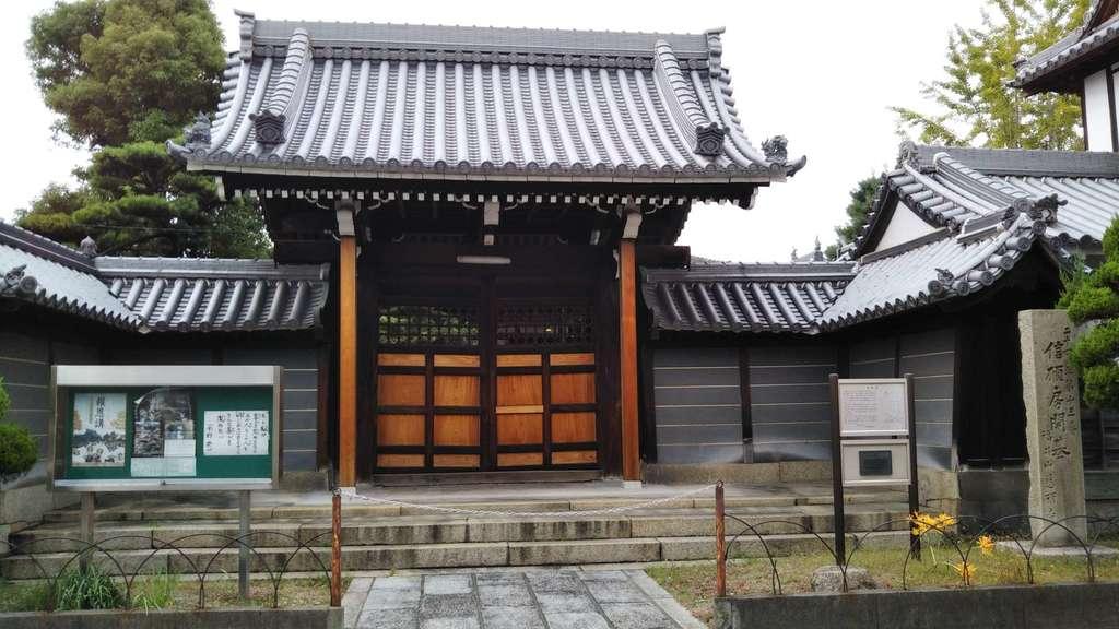 慈願寺の山門