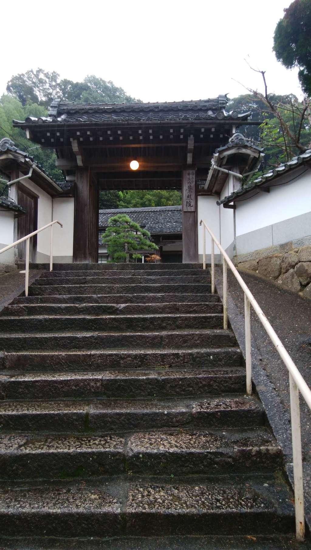 栄照院の山門