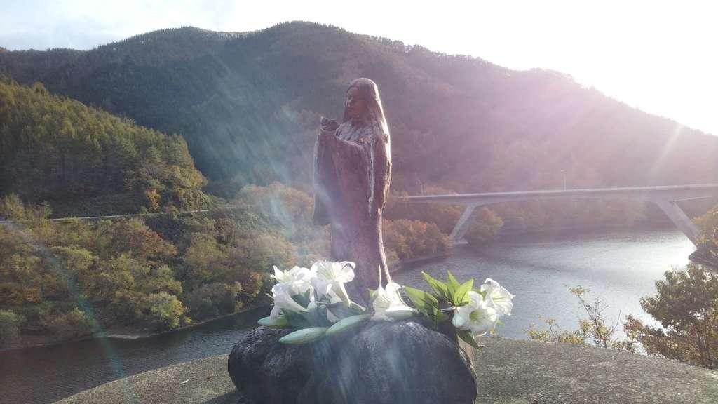 早池峯神社の像