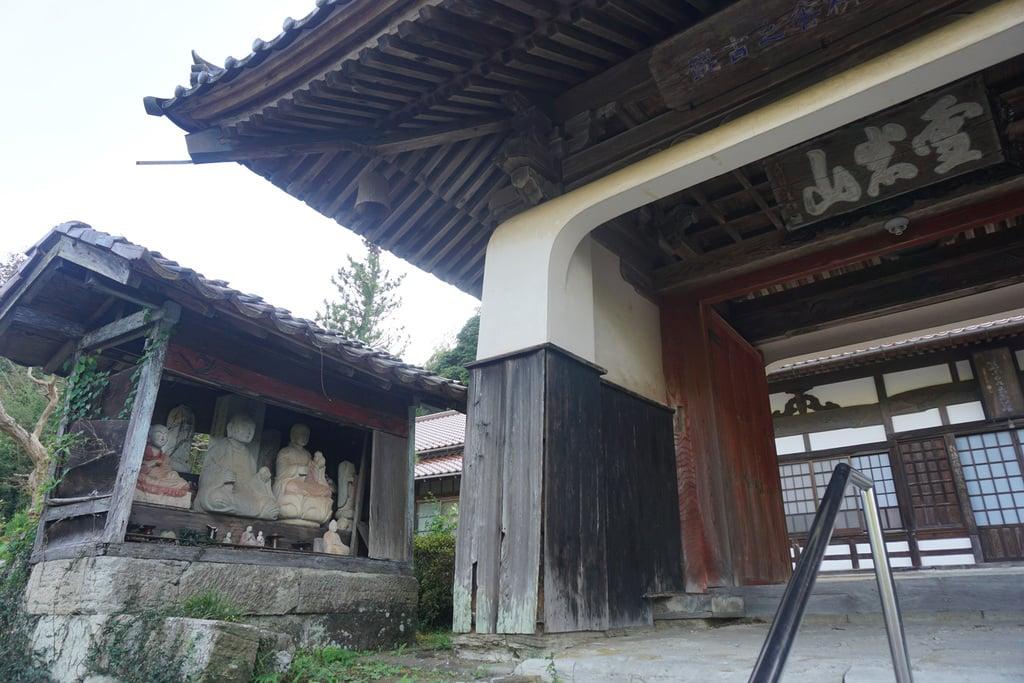 栄泉寺の山門