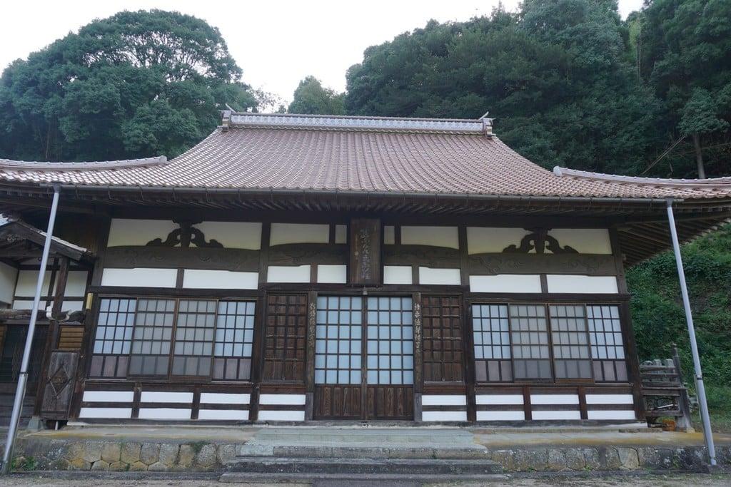 栄泉寺の本殿