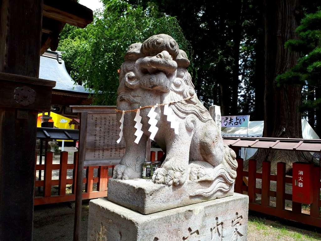 櫛引八幡宮の狛犬
