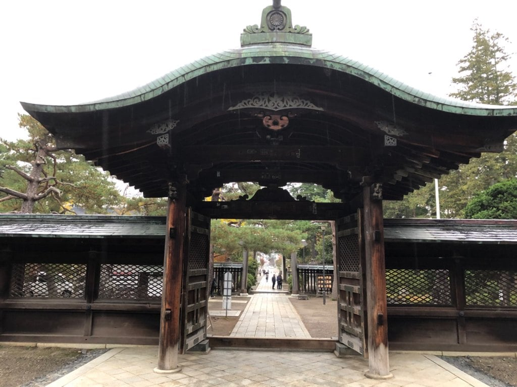上杉神社の山門