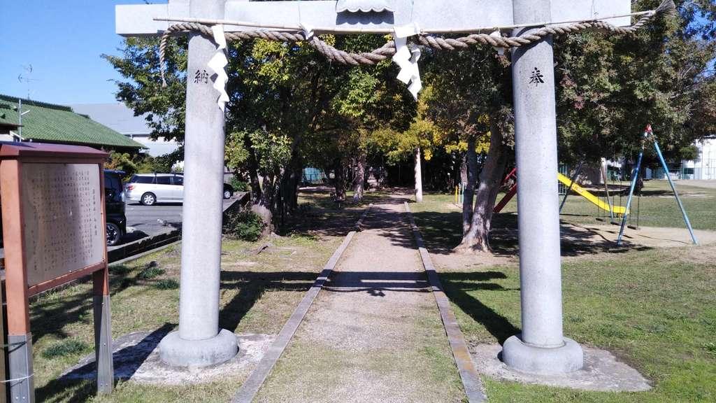 深居神社の鳥居
