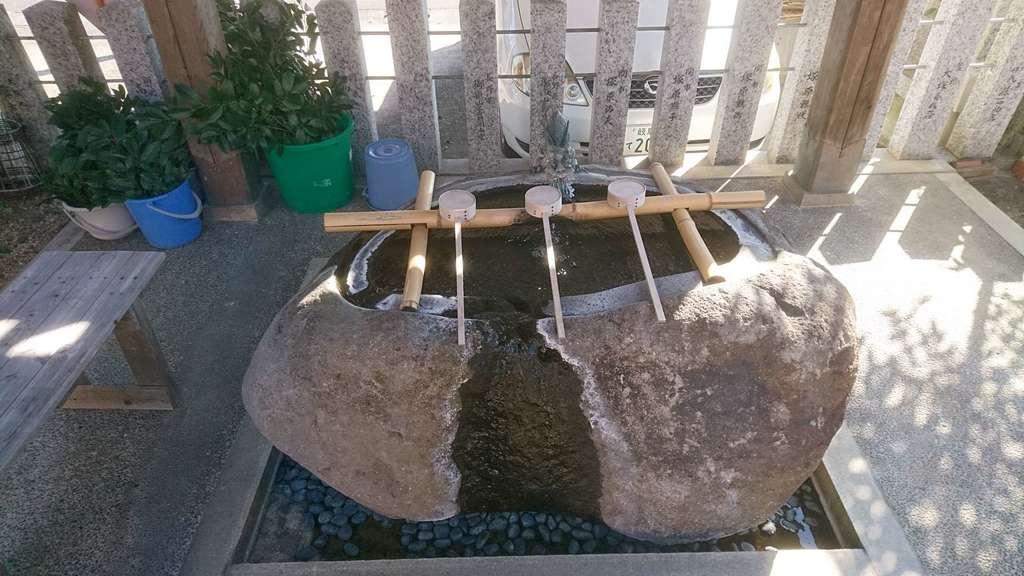 御嶽神社茅萱宮の手水