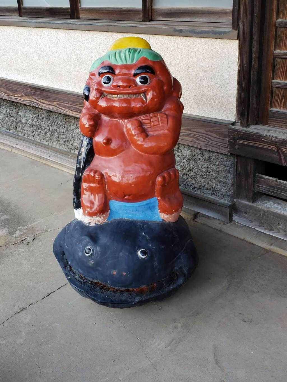 雷電神社の像