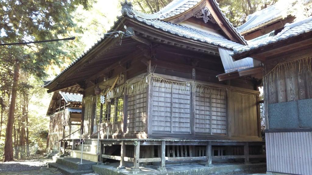 巖室神社の本殿