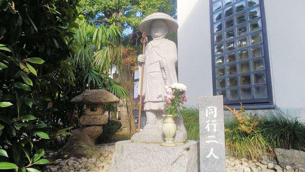 宝蔵寺の像