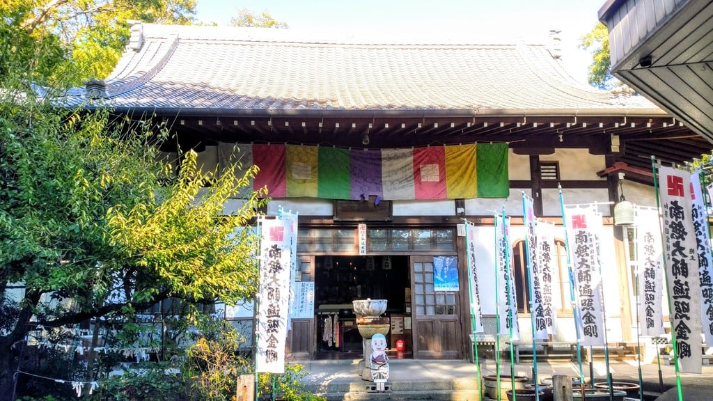 待暁山 彌勒寺の本殿