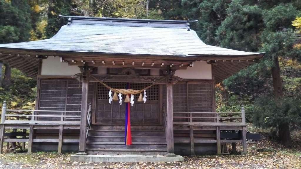 鹿妻神社の本殿