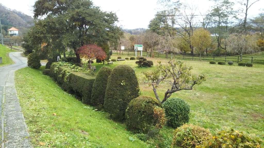 鹿妻神社の庭園
