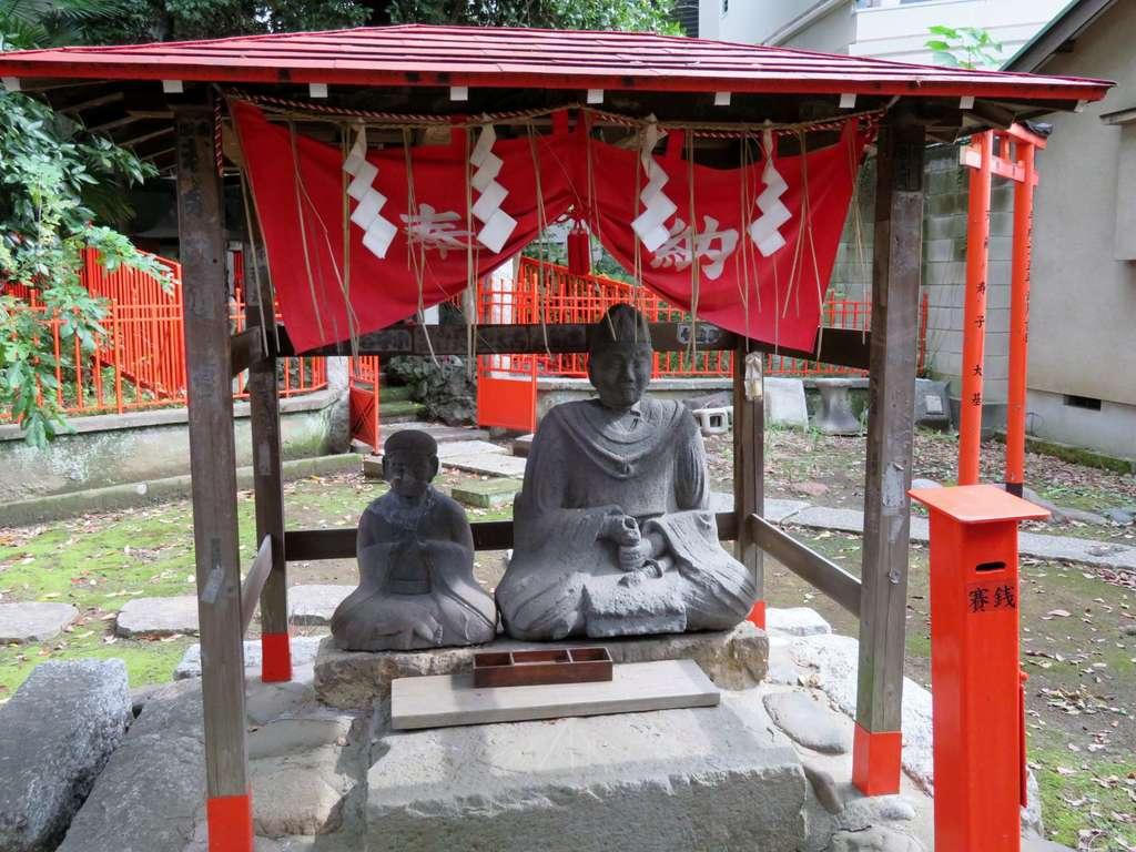 三囲神社(三越神社)の像