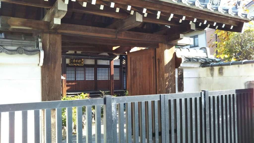 桜井寺の山門