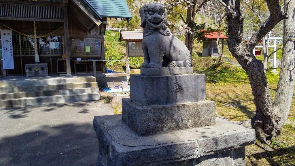 壮瞥神社の狛犬