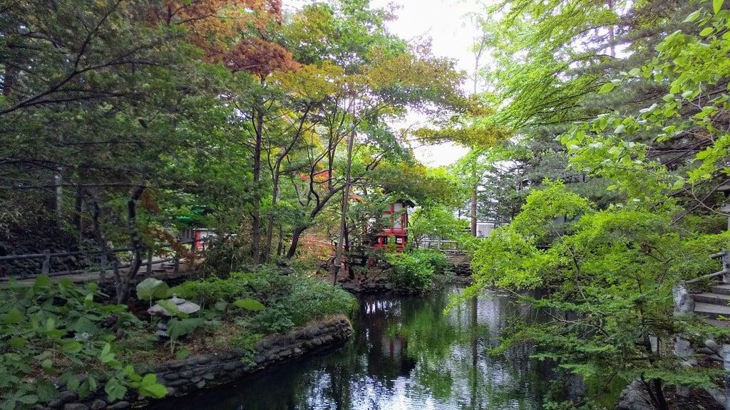 白石神社の庭園