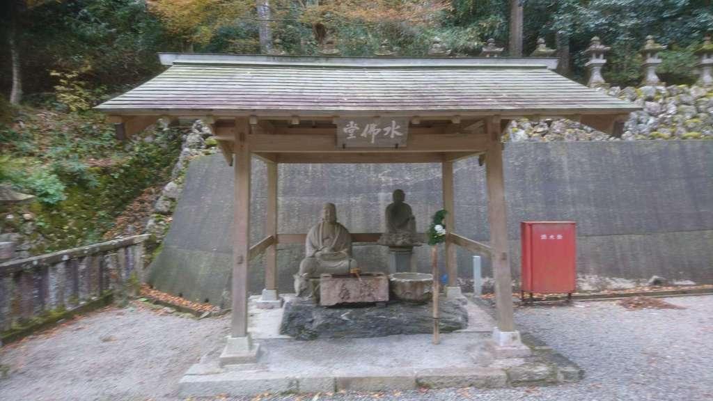 甘南美寺の仏像