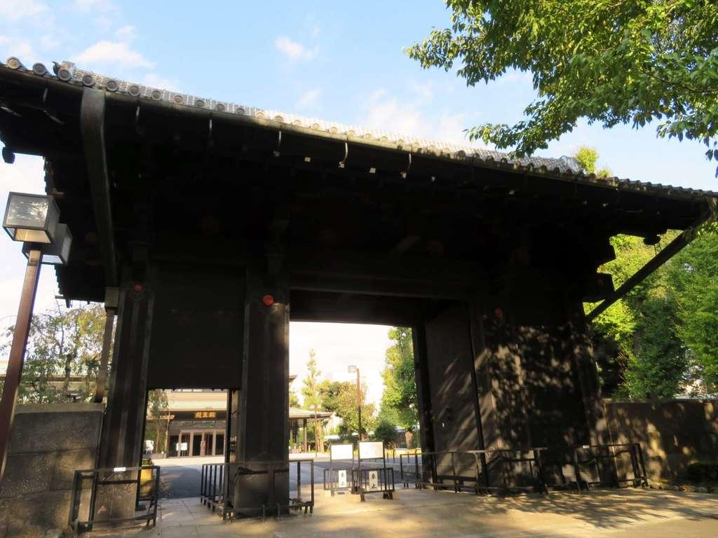 輪王寺の山門