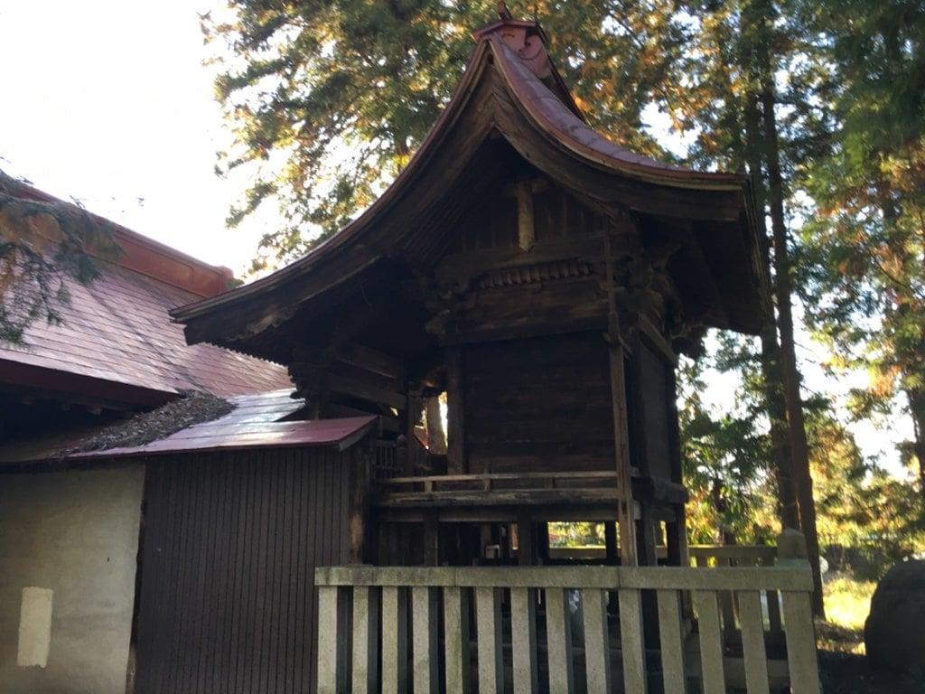 大石神社の本殿