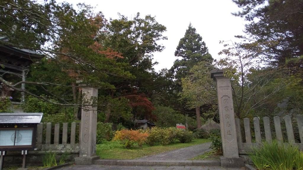 有珠善光寺の山門