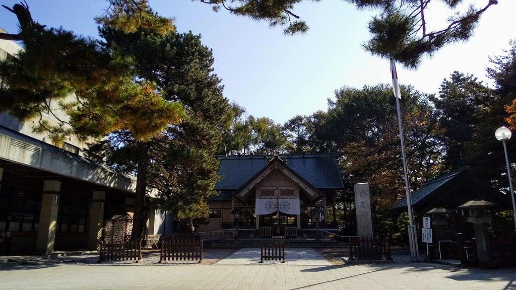 白石神社の本殿
