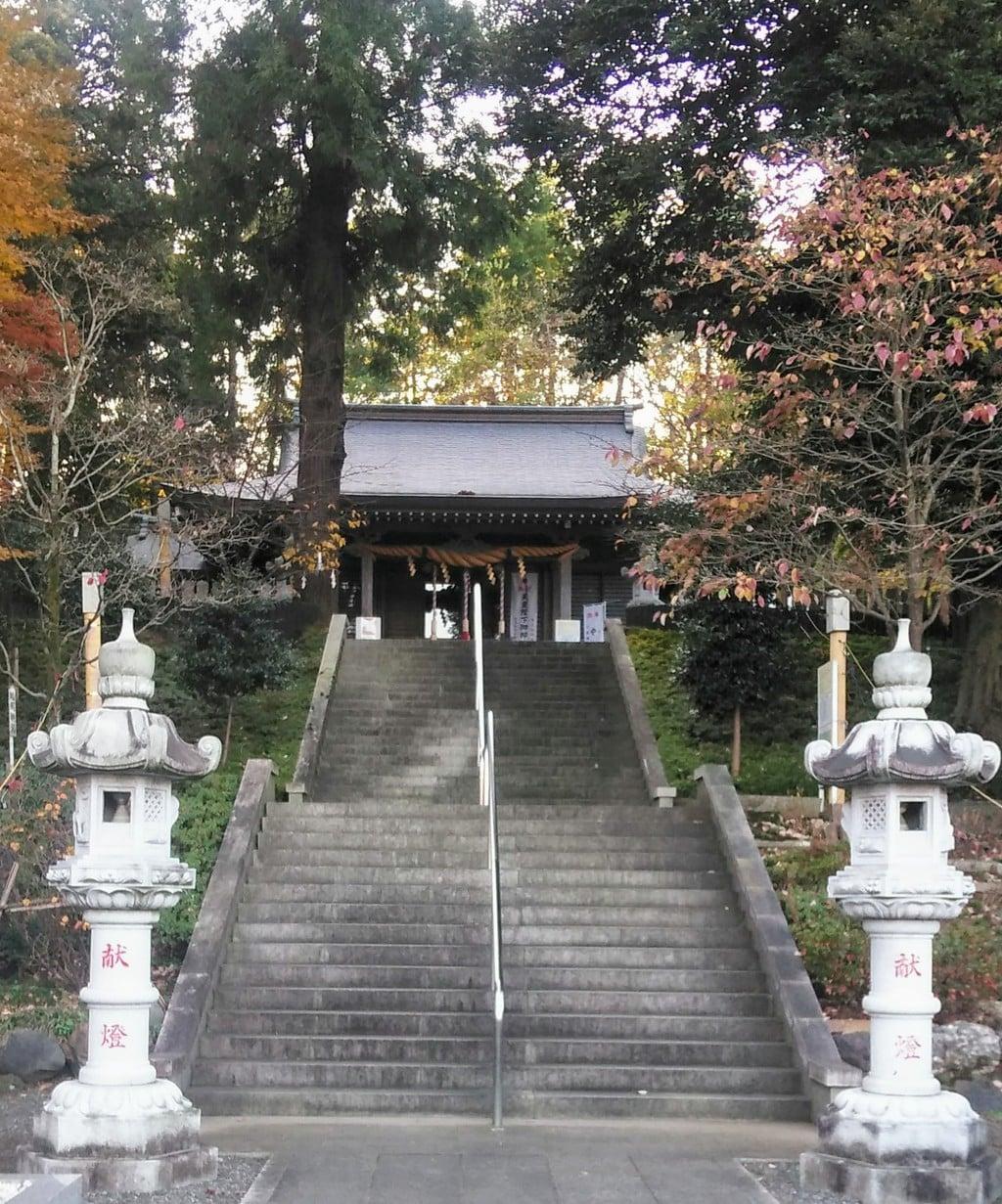 中氷川神社の塔