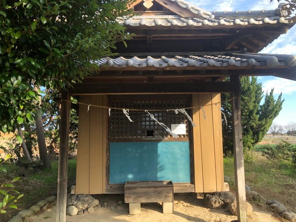 白髪神社の本殿