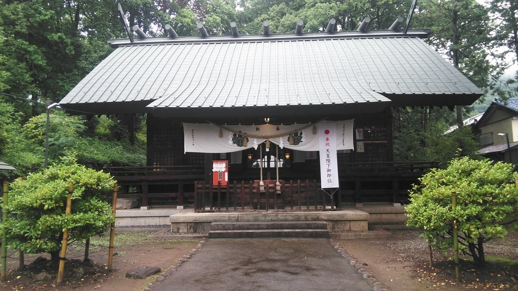 酒折宮の本殿