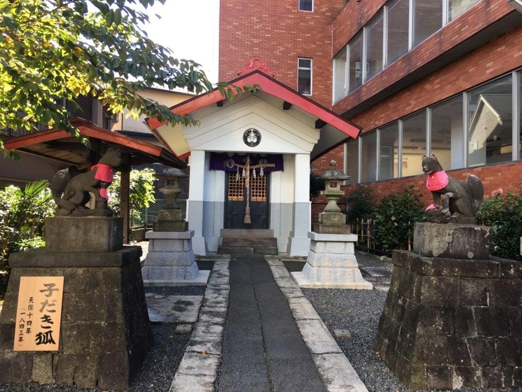 坂稲荷神社の本殿
