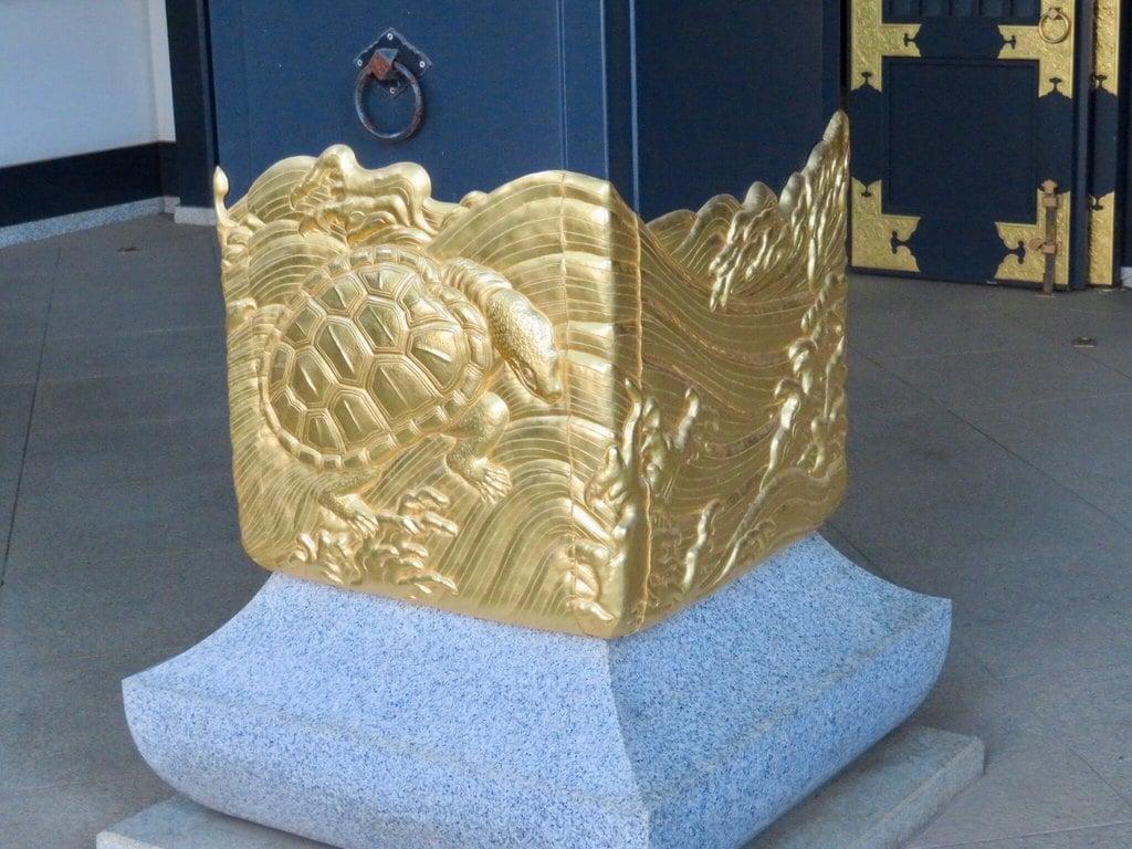穴八幡宮の芸術