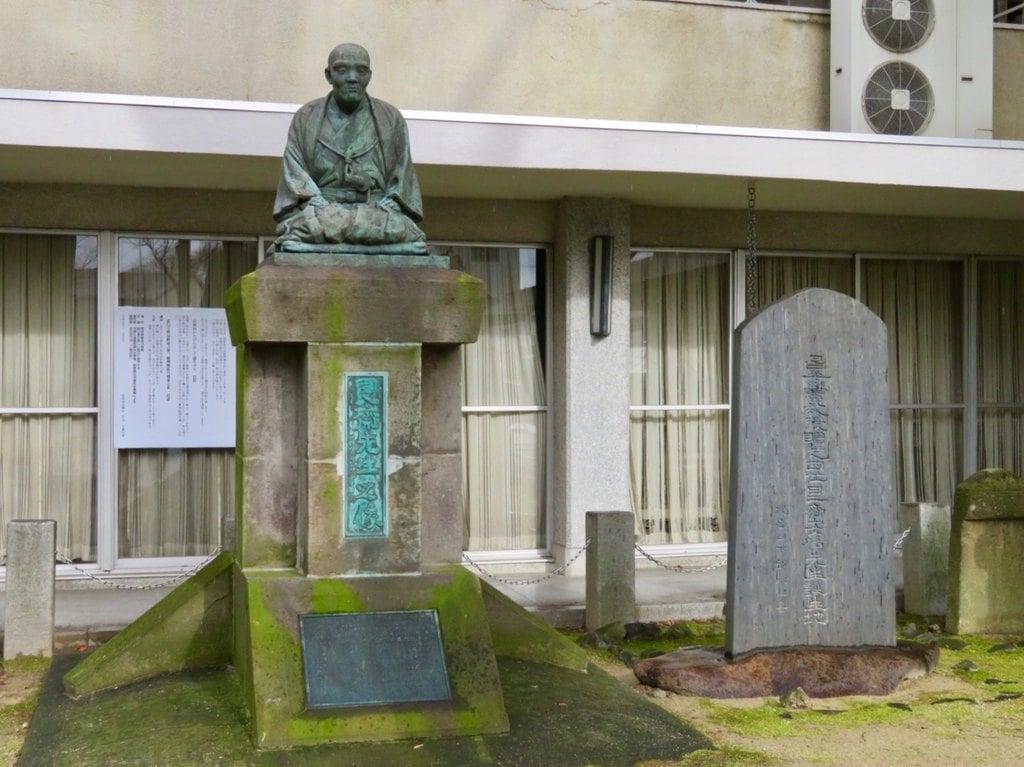 安積國造神社の像