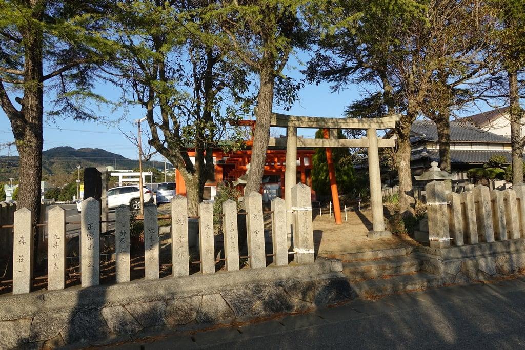 緋之本稲荷神社の鳥居