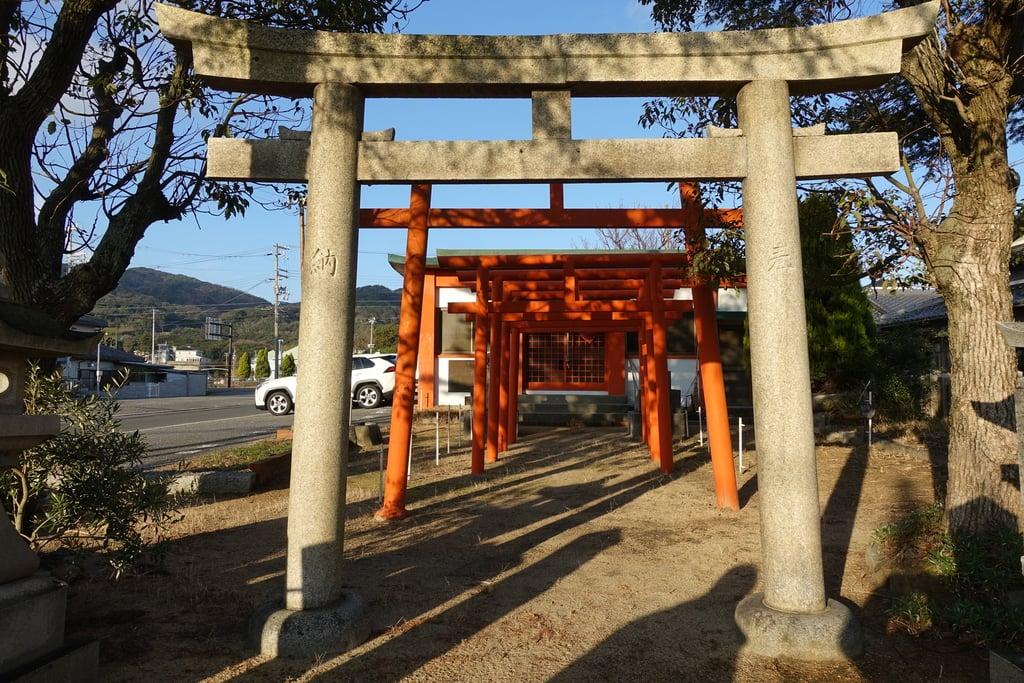 緋之本稲荷神社の本殿