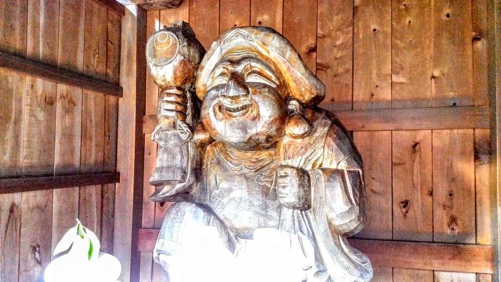 六所神社の像