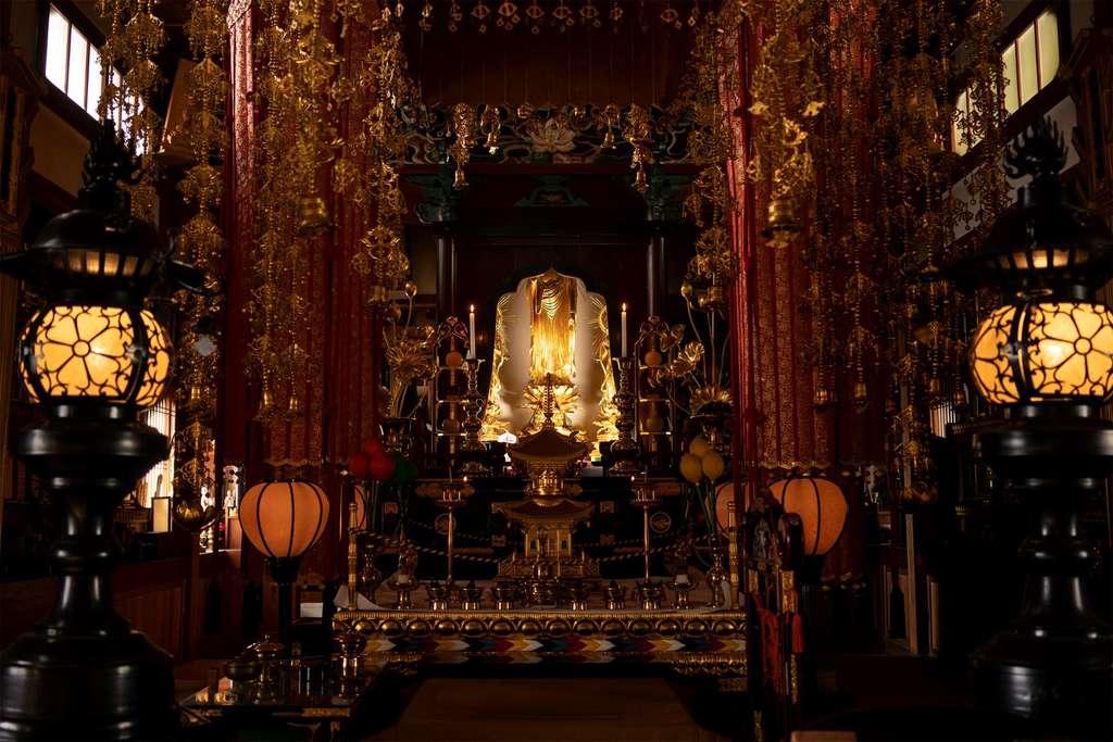 神谷山持明院の本殿