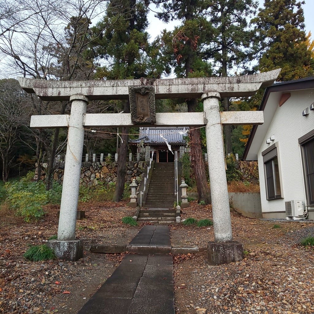 三柱神社の鳥居