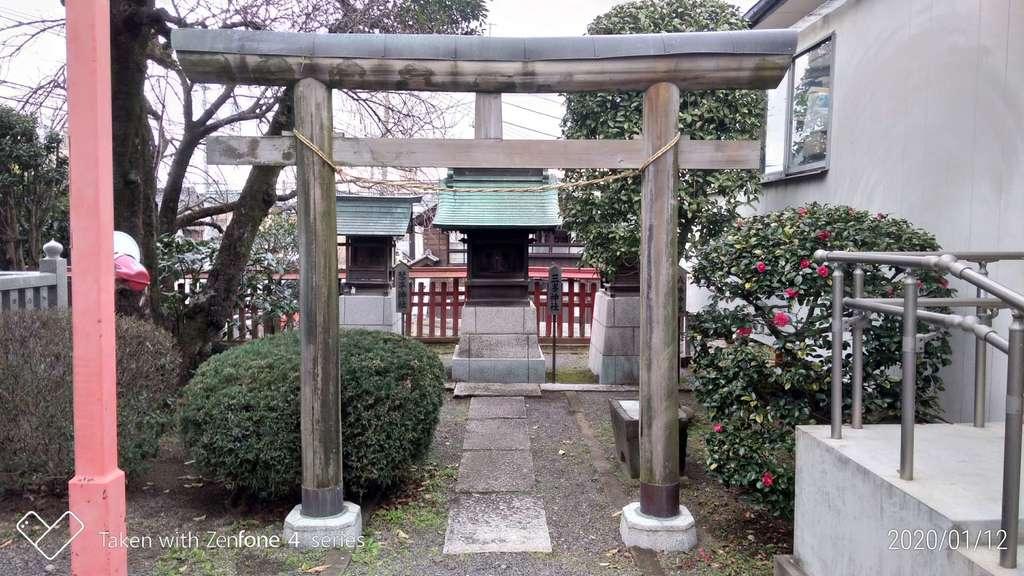 六塚稲荷神社の鳥居