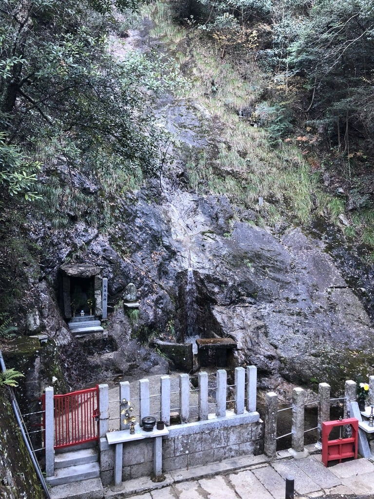 満願滝弁財天の景色