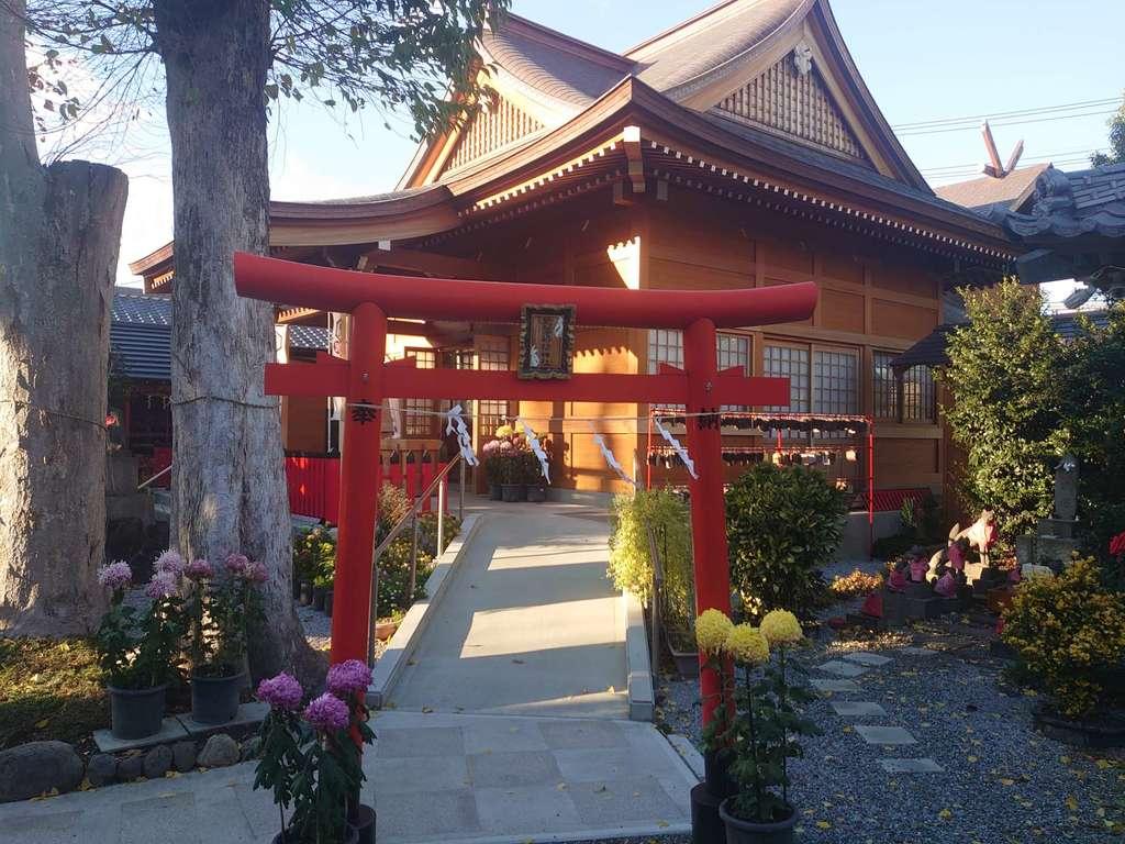 於菊稲荷神社の本殿