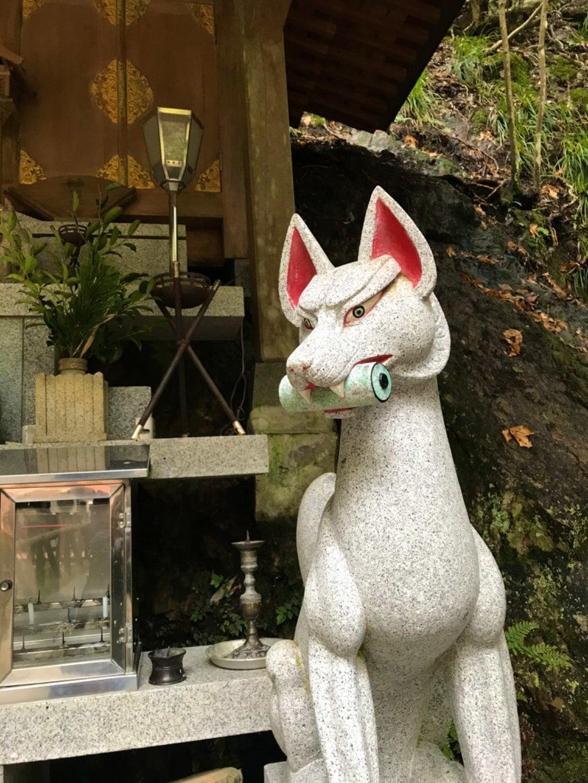 満願滝弁財天の狛犬