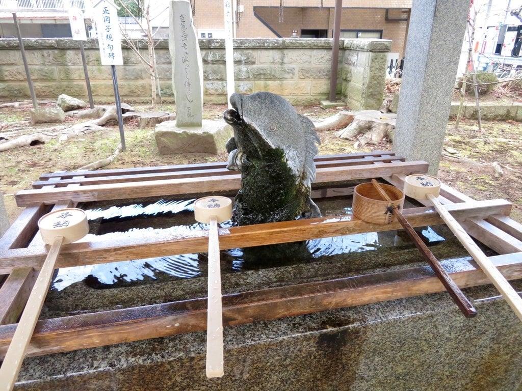 神炊館神社の手水