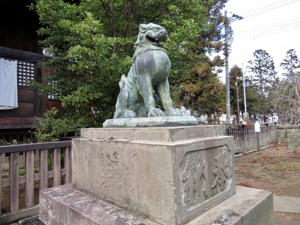 神炊館神社の狛犬