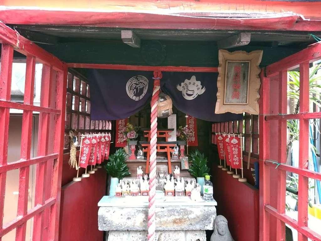 開徳稲荷神社の本殿