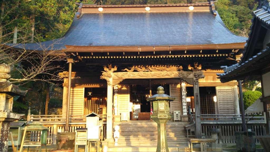 薬王寺の本殿