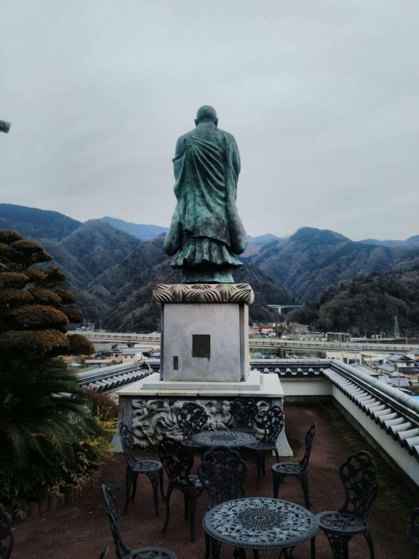 円実寺の像