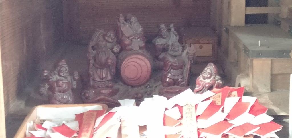 船詰神社の像