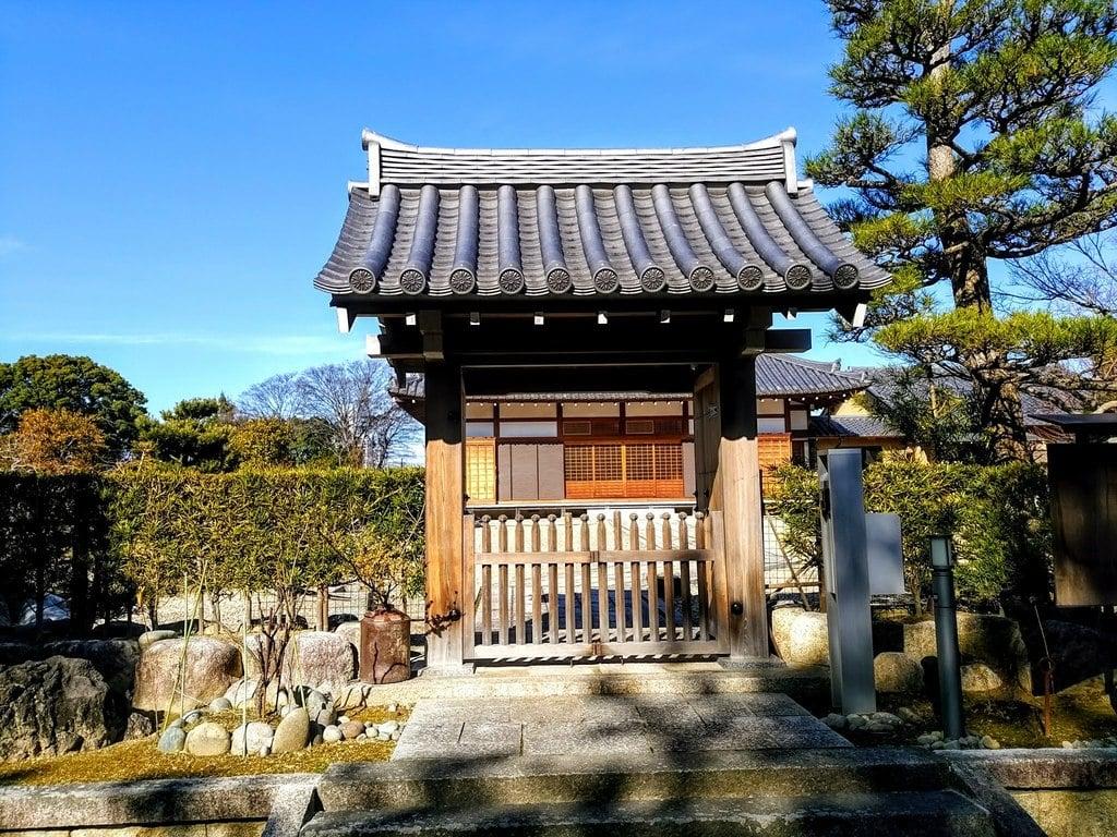 来薫院(妙興寺塔頭)の山門