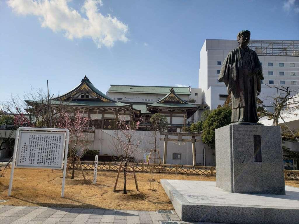 佐佳枝廼社の像