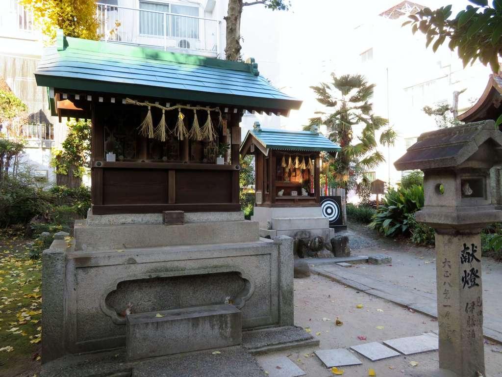 三輪神社の末社