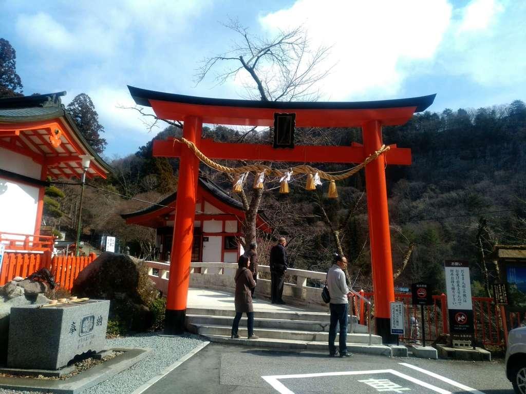 金櫻神社の山門